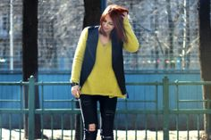 In order to keep the coolness factor Masha Sedgwick decides to combine the fresh color with broken jeans!  See our post about fresh lemon looks on http://be-in-app.com/lemon-look/