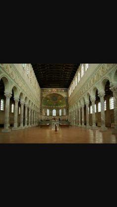 Interno Basilica di Sant'Apollinare Nuovo, V secolo d.C.Ravenna.