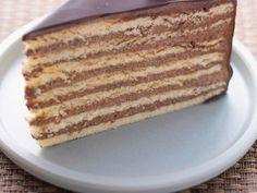 Klassische Prinzregententorte ist ein Rezept mit frischen Zutaten aus der Kategorie Kuchen. Probieren Sie dieses und weitere Rezepte von EAT SMARTER!                                                                                                                                                                                 Mehr