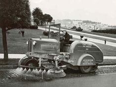 Four-Links & shorty Bus, Packard Predictor, Mercedes Tremulis& street sweeper Antique Trucks, Vintage Trucks, Old Trucks, Vintage Tractors, Sweeper Truck, Road Sweeper, Old Photos, Vintage Photos, White Tractor