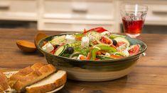 Griechischer Bauernsalat, ein raffiniertes Rezept mit Bild aus der Kategorie Eier & Käse. 321 Bewertungen: Ø 4,6. Tags: Eier oder Käse, Europa, Gemüse, Griechenland, Salat, Vegetarisch