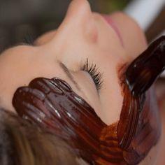Máscarilla de café para tu piel,conocida como una mascarilla MAGICA. Funciona de maravilla para todo tipo de piel - ayuda con el acné, irritación,ojeras, etc!