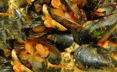 Sugo di cozze e arselle #ricettedisardegna  #sardegna #recipe #cucina #sarda Sardinia, Shrimp, Salsa, Seafood, Fish, Meat, Cooking, Ethnic Recipes, Antipasto
