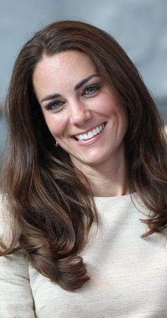 Duchess Catherine of Cambridge (Kate Middleton) - Biography Prince William And Catherine, William Kate, Catherine Elizabeth, Style Kate Middleton, Herzogin Von Cambridge, Lace Front, Kate And Meghan, Royal Beauty, Lady Diana