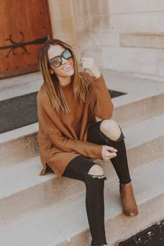 East thanksgiving outfit brown sweater black jeans What to wear on Thanksgiving Thanksgiving outfit ideas Thanksgiving outfit casual Thanksgiving outfit jeans Fall. Outfit Jeans, Sweater Outfits, Black Jeans Outfit Fall, Black Booties Outfit, Loafers Outfit, Sweater Fashion, Pullover Outfit, Casual Blazer, Teen Fashion