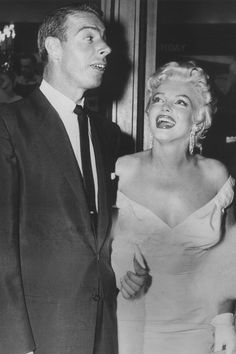 Marilyn Monroe, and Joe DiMaggio, at the premiere for The Seven Year Itch, June Hollywood Couples, Celebrity Couples, Hollywood Stars, Classic Hollywood, Old Hollywood, Celebrity News, Hollywood Actresses, Marilyn Monroe Marriages, Marilyn Monroe Fotos