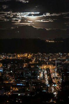 La mejor foto nocturna que haya visto de Quito!
