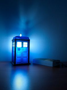 Doctor Who TARDIS Lamp/Nightlight. ฅ(๑*д*๑)ฅ!! **gasp ** Love it!