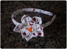 Giselle Barbosa Artesanatos: Tiara com flor de fuxico de joaninhas