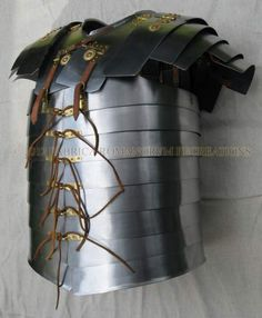 The Roman Soldier's Curiass - Lorica Segmentata  ★ https://www.pinterest.com/godwinssonh/pax-romana-roman-tribe-and-legionnaire/