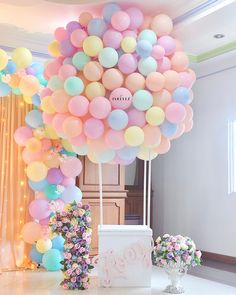 DIY Hot Air Balloon Tutorial- Hot air balloons have become really popular lately because not only are they a showstopper of decoration but they can be used for weddings, birthdays, anniversaries, baby showers. Baby Party, Baby Shower Parties, Baby Shower Themes, Party Fun, Baby Showers, Shower Ideas, Baby Shower Balloons, Birthday Balloons, Birthday Parties
