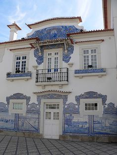 Train station in Aveiro, Portugal. Facade with azulejos ... blue and white tiles Estação de caminho de ferro/ AVEIRO