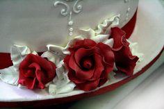 rose rosse. #torta floreale della pasticceria La Mimosa di http://www.simocakedesigner.it