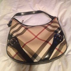 Burberry purse Gently used Burberry Bags Shoulder Bags