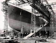 the-titanic-photographed-at-the-harland-and-wolff-shipyard-in-belfast-picture-id151217339 (1024×792)