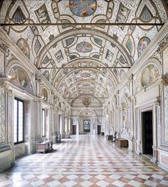Candida Höfer, Mantova, Palazzo Ducale, Loggia dei Marmi, 2011, 180 x 169 cm © Candida Höfer