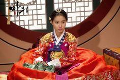 Hanbok in Drama Korean Traditional, Traditional Fashion, Traditional Dresses, Korean Hanbok, Korean Dress, The King's Doctor, Lee Yo Won, Kim So Eun, World Tv