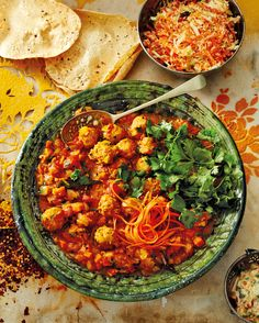 Meatball curry Minced Beef Recipes, Curry In A Hurry, Banting Recipes, Chana Masala, Food Inspiration, Good Food, Healthy Eating, Treats, Diet