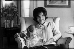 USA. Washington, D.C. Jacqueline KENNEDY with daughter Caroline. 1960. Eve Arnold
