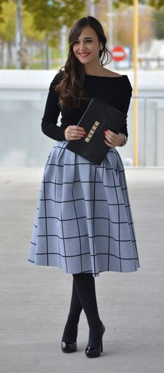 Get super sophisticated yet casual and comfy in our Grid Pleat pleated midi skirt composed of scuba fabric! Style with a tucked denim button-down and closed toe heels for a chic street style ensemble!  @1000manerasdevestir
