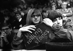 Verträumte Stones Fans Halle Münsterland Hermann Schröer/Timeline Images #1965 #60s #60er #Rock #Konzert #Musik #Publikum