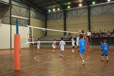 Abertas inscrições para escolinhas de vôlei na AAF -  Estão abertas na Associação Atlética Ferroviária (AAF) Botucatu, inscrições para as escolinhas de vôlei do clube, que são coordenadas pelo ex-jogador da seleção japonesa de voleibol, Kalé. São oferecidas vagas para três modalidades: crianças/adolescente, master e vôlei de areia. Os horários ofer - http://acontecebotucatu.com.br/esportes/abertas-inscricoes-para-escolinhas-de-volei-na-aaf/