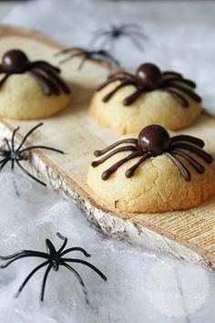 11 Healthy Halloween Treats That Are Scary Cute Halloween Torte, Halloween Snacks, Halloween Cupcakes, Halloween Spider, Baking Recipes, Cookie Recipes, Mini Chef, Snacks Für Party, Birthday Treats