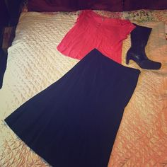 """EUC Gap skirt Black skirt from Gap, size six, functional front pockets, side zipper, approximately 30.5"""" long, 97% cotton, 3% spandex. Gently used and in good condition. Make me an offer! GAP Skirts Midi"""
