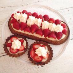Groot fan van aardbeiensloffen én het kookboek Rutger bakt waar dit heerlijke recept in staat. Smullen! #rutgerbakt #aardbeienslof #bakken #foodies #lekker #smullen #chicascooking Groot, Foodies, Om, Cheesecake, Desserts, Tailgate Desserts, Deserts, Cheesecakes, Postres