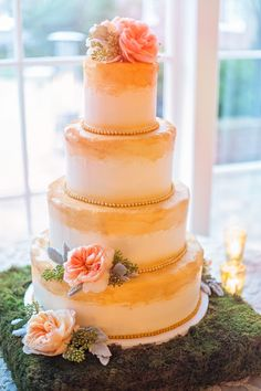 Love this cake! The moss stand and gold painting is amazing