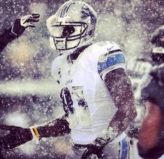 Calvin Johnson with a face full of snow after a 33 yard reception - Imgur