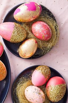 Making colored Easter eggs doesn't have to be difficult or messy—in fact, you don't even need dye! These no-dye Easter eggs are both fun to make and absolutely adorable. Even the kids will love these creative Easter egg ideas!