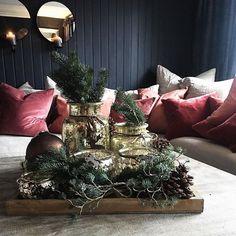 Disse lyktene er nye for Iår! Dere husker vel de ifjor? Vel Iår er det i gull shimmer og det er såååå fint fine med lys, men også til noe grønt. Jeg synes de er finest å samle i ulike str og fasonger❤ alt fra @millemoiinterior #interior #home #decor #reklame #golddetails
