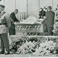 Marilyn Monroe's Funeral photo 41131g.jpg