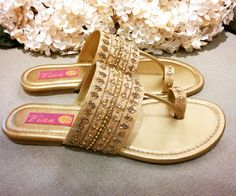 The widest range of modern punjabi jutti designs, wedges, and flat sandals along with options of matching clutches. Bridal Sandals, Gold Sandals, Bridal Shoes, Flat Sandals, Bridal Footwear, Gold Flats, Bridal Outfits, Indian Groom Wear, Indian Shoes