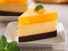 A decadent flourless chocolate cake featuring a creamy chocolate mousse. The combination of chocolate cake, rich mousse and orange make this an impressive holiday dessert. Puding Oreo, Puding Cake, Resep Cake, Brownie Pudding, Pudding Desserts, Pudding Recipes, Dessert Recipes, Indonesian Desserts, Asian Desserts