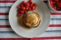 Placuszki z ricotty i truskawki. Pancakes, Breakfast, Food, Morning Coffee, Essen, Pancake, Meals, Yemek, Eten