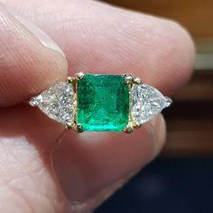Colombian emerald and diamond three stone ring 1.5ct emerald 9950 #emerald #colombianemerald #ringtastic #bling #Dublin #Dublinjewellery #emeraldring via: #probeatz