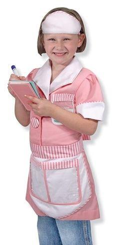Serveerster kostuum.  Verander in een echte serveerster in dit prachtige kostuum. Heel mooi afgewerkt in het roze wit. Het kostuum bestaat uit een jurk, schort, pet, dienblad en een menukaart. Daarnaast een uitwisbaar notitieblok voor de bestellingen, en een naametiket waar je jouw eigen naam op kunt schrijven.