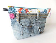 Kulturbeutel - Kosmetiktasche Kulturtasche Jeans - ein Designerstück von sofeinsein bei DaWanda