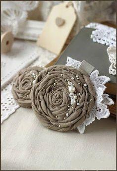 La ventaja de las flores en las manualidades es que son perfectas para cualquier ocasión, solo ajustando colores y formas se acoplan a cualq...