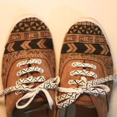 Junky MY BOX: DIY: Tribal shoes / Tribal patterned shoes. In turkish use chrome to translate Dandy, Tribal Shoes, Grunge, Espadrilles, Plimsolls, Painted Shoes, Painted Sneakers, Favim, Cool Diy Projects