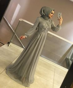 ربما تحتوي الصورة على: شخص واحد Tesettür Modelleri 2020 - Tesettür Modelleri ve Modası 2019 ve 2020 Hijab Gown, Hijab Evening Dress, Hijab Dress Party, Muslimah Wedding Dress, Hijab Wedding Dresses, Dress Wedding, Simple Dresses, Elegant Dresses, Kebaya Dress