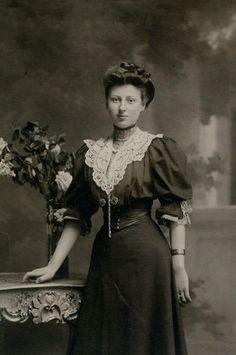 http://femmes-en-1900.over-blog.com/120-categorie-10704566.html