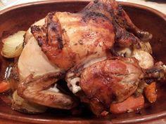 timian stegeso sennep saftig kylling Römertopf olie nem mad i Römertopfen mør kylling langtidsstegt kylling kylling på kartoffelbund kylling kartofler honning gulerødder  Langtidsstegt saftig kylling i Römertopf