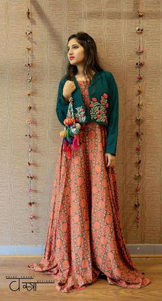 Try New Styles for Navratri Outfits 2019 - Lehenga, Choli, Kurtis, Pakistani Dresses, Indian Dresses, Indian Outfits, Indian Attire, Indian Ethnic Wear, Anarkali, Churidar, Sharara, Lehenga Choli