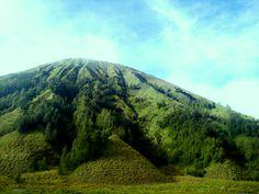 i take this picture with my Handphone, i'm so spiiiiichless.. :). Mt. Bathok, Bromo, Indonesia.