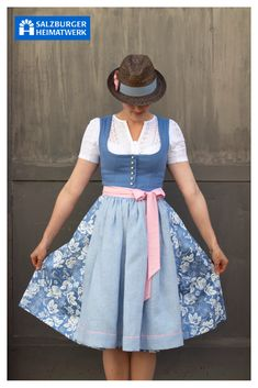 Dirndl selbst designen - New Ideas Oktoberfest Outfit, White Top And Jeans, Celebrity Casual Outfits, Dirndl Dress, Grunge Fashion, Black Blouse, Dress To Impress, Fashion Models, Style Inspiration