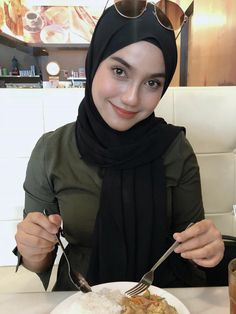 Muslim Girls, Muslim Women, Hijab Fashion, Women's Fashion, Cute Kids Photography, Muslim Beauty, Indonesian Girls, Girl Hijab, Batwoman