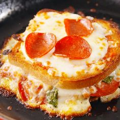 Pizza grilled cheese recipe recipes comida pastas, comida, c Best Sandwich Recipes, Pizza Recipes, Grilled Sandwich Ideas, Grill Cheese Sandwich Recipes, Breakfast Sandwich Recipes, Burger Recipes, Grilled Cheese Recipes, Grilled Pizza, Baked Grilled Cheeses